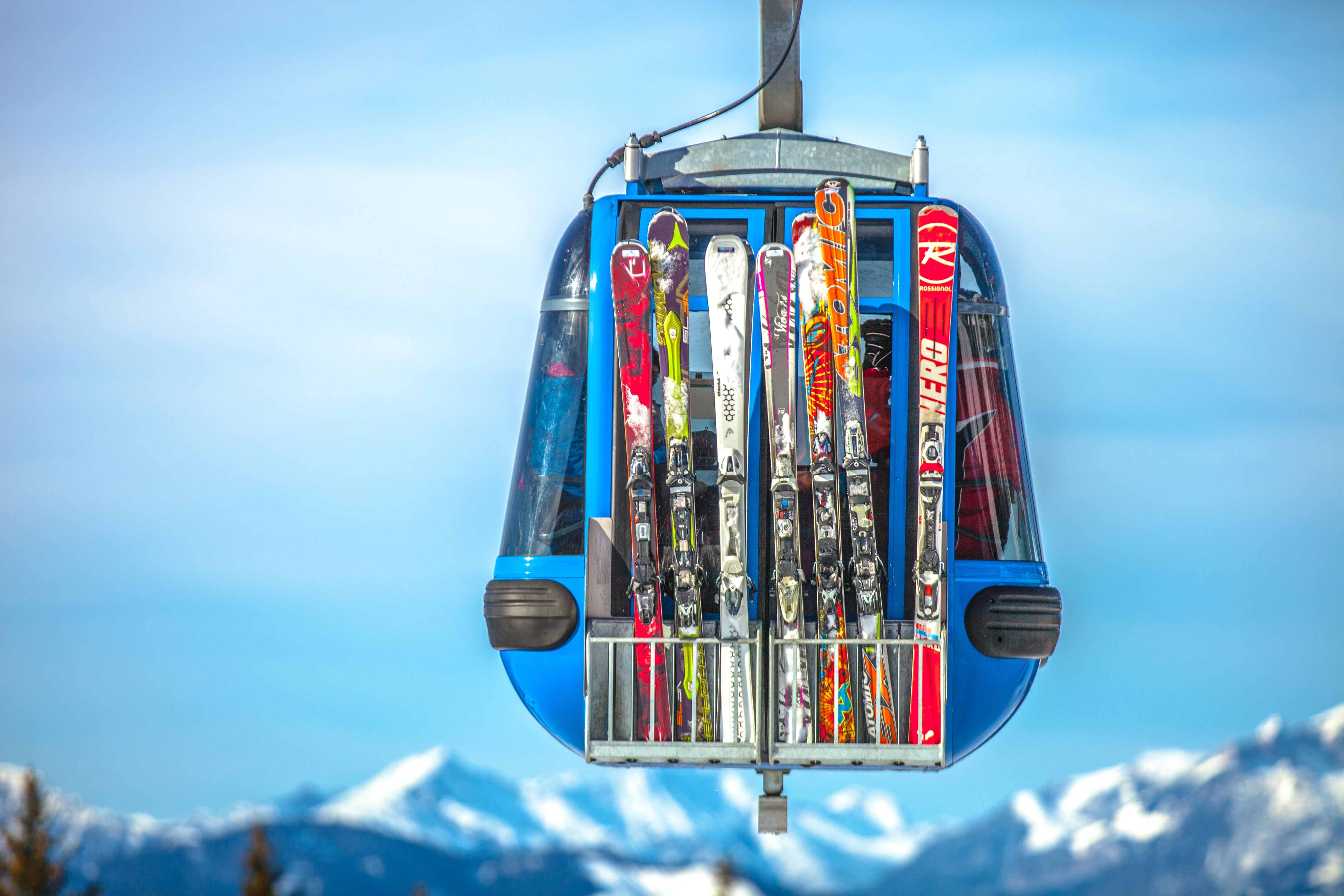 Alpybus Geneva airport transfers ski lift skis